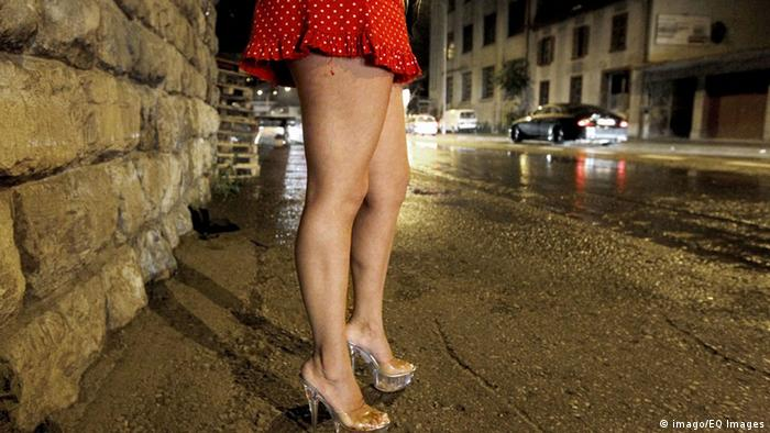 A prostitute is waiting for a client on the street (Photo: imago/EQ Images)