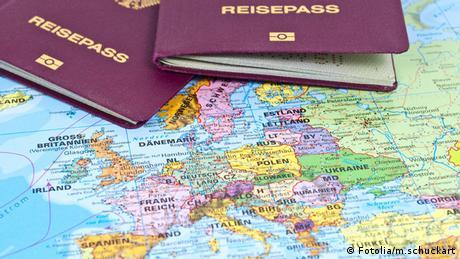Symbolbild deutscher Reisepass EU Europa Reisefreiheit Deutschland (Fotolia/m.schuckart)