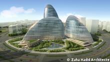 Ein geschwungenes Gebäude aus drei Türmen mit vielen Wellenformen abgebildet. (c) Zaha Hadid Architects