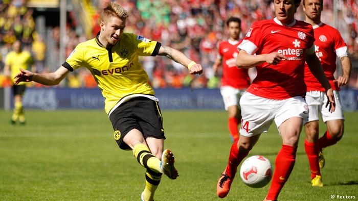 Borussia Dortmund's Marco Reus against Mainz 05 during the German first division Bundesliga soccer match in Dortmund April 20, 2013. REUTERS/Ina Fassbender