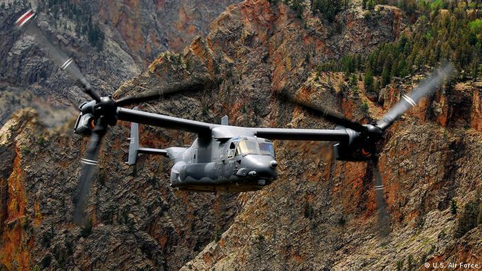 بل بوئینگ وی-۲۲ آسپری هم توانایی برخاستن و فرود عمودی مانند هلیکوپتر و هم امکان برخاستن و فرود کوتاه به سبک هواپیماها را دارد و به گونهای طراحی شده که همزمان ویژگیهای یک هلیکوپتر و قابلیت پرواز سریع و دوربرد یک هواپیمای توربوپراپ را داشته باشد.