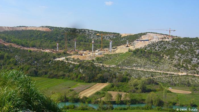 Na dionici autoceste od Kravice do Zvirovića izgrađen je jedan tunel, grade se dva mosta i jedan vijadukt<br />