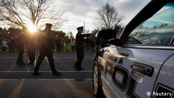 MIT police arrive for a vigil for slain officer Sean Collier in Wilmington, Massachusetts, April 20, 2013. (Photo: Reuters/Dominick Reuter)