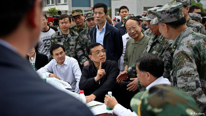 China's Premier Li Keqiang (C) visits after a strong earthquake hits Lushan county, Ya'an, Sichuan province, April 20, 2013. The 6.6 magnitude earthquake hit a remote, mostly rural and mountainous area of southwestern China's Sichuan province on Saturday, killing at least 102 people and injuring about 2,200 close to where a big quake killed almost 70,000 people in 2008. REUTERS/Stringer (CHINA - Tags: DISASTER POLITICS) CHINA OUT. NO COMMERCIAL OR EDITORIAL SALES IN CHINA