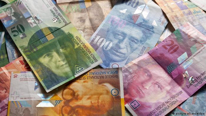 Swiss francs (Photo: EPA/MARTIN RUETSCHI)