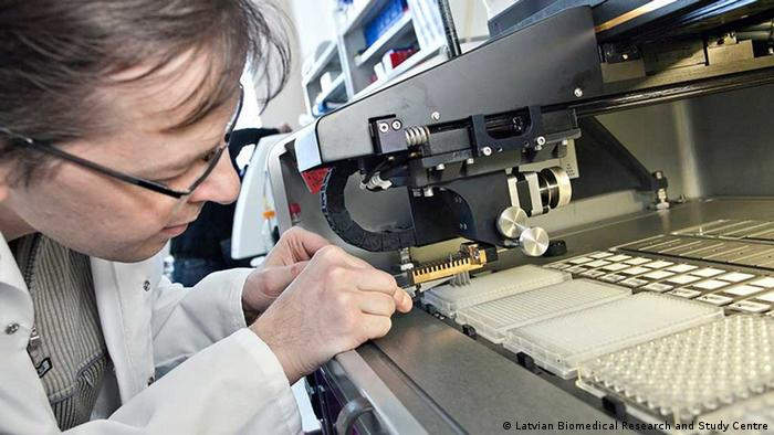 A special machine prints antigens on small slides. (Photo: Latvian Biomedical Research and Study Centre)