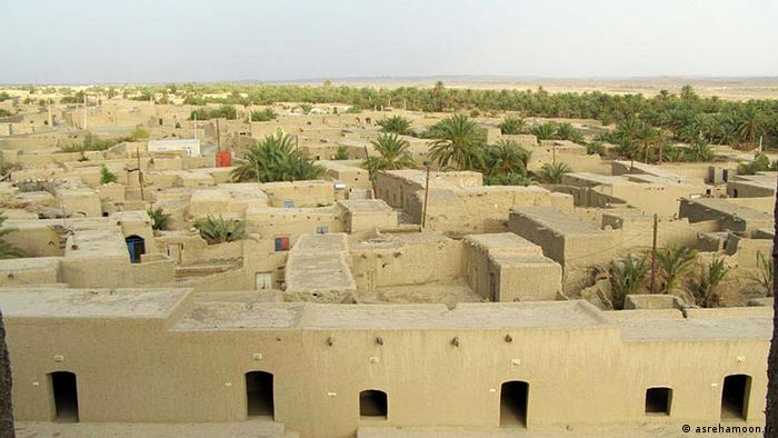 Sistan und Belutschistan ist eine der 30 Provinzen des Iran. Hauptstadt ist Zahedan. In der Provinz leben 2.405.742 Menschen (Volkszählung 2006).[1] Die Provinz umfasst 181.785 Quadratkilometer und hat eine Bevölkerungsdichte von 13 Einwohner pro Quadratkilometer. Die Landwirtschaft leidet unter Hitze und Dürre sowie einem allgemeinen Wassermangel. In früheren Jahren lag in der Provinz das Zentrum des Zuckerrohranbaus.In Sistan liegt unter anderem Schahr-e Suchte, der größte prähistorischer Fundort im Iran. Copyright: asrehamoon.ir via Mehdi Mohseini, DW/Farsi