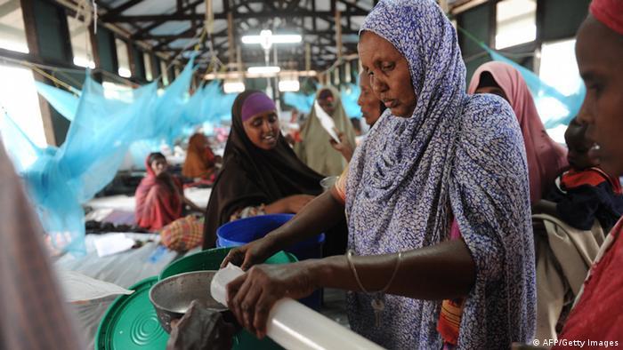 Frauen in einer medizinischen Station im Flüchtlingslager Dadaab