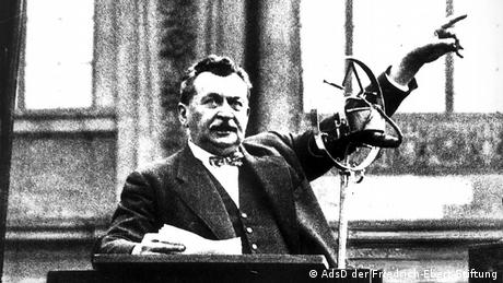 Otto Wels making a speech at the Reichstag, 1932 Copyright: AdsD/Friedrich Ebert Foundation