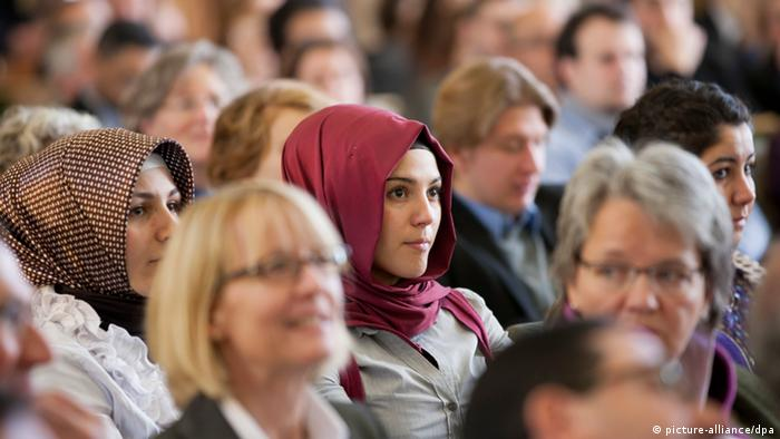 Women at the opening of a Muslim education center in Germany (Photo: Rolf Vennenbernd/dpa)