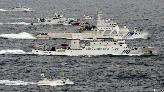 Japanische und chinesische Schiffe überwachen sich gegenseitig im Ost China Meer