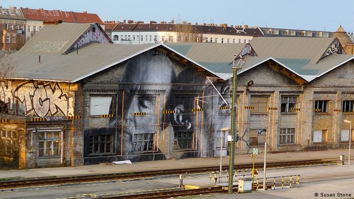 Работа JR на Варшавской улице Берлина