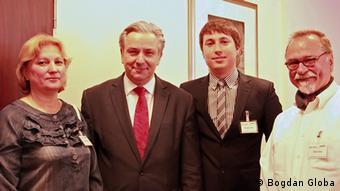 Олена Глоба (ліворуч), мер Берліна Клаус Воверайт та Богдан Глоба на конференції у Берліні