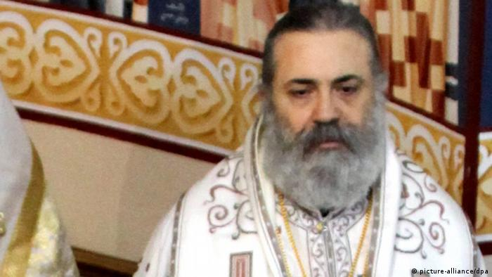 epa03673824 A photograph made available on 23 April 2013 shows Greek Orthodox Metropolitan of Aleppo and Iskanderun, Metropolitan Paul Yazigi (2-R), during a mass in Damascus, Syria, 10 February 2013. According to media reports, Metropolitan Yazigi was kidnapped on 22 April along with the Syriac Orthodox Metropolitan of Aleppo, Youhanna Ibrahm, while they were on their way back from Turkish border to Aleppo. EPA/YOUSSEF BADAWI +++(c) dpa - Bildfunk+++
