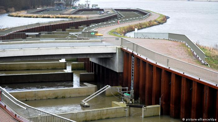 Die Fischtreppe am Stauwehr in Geesthacht. (Foto: Angelika Warmuth/dpa)