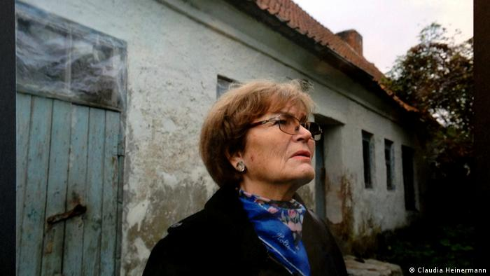 Luise Quietsch stands in front of the house where she lived before being forced to flee (Luise Quietsch)