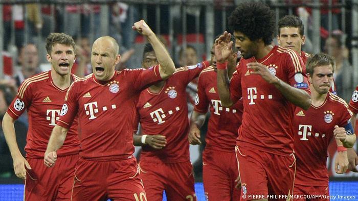Bayern Münchens Spieler jubeln (Foto: PIERRE-PHILIPPE MARCOU/AFP/Getty Images)
