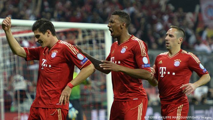 Mario Gomez (l.) celebrates with Jérôme Boateng and Franck Ribéry (Foto: Getty)
