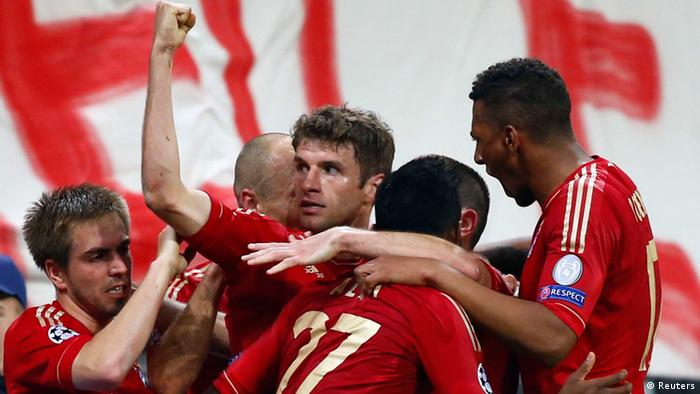 Bayern Munich's Thomas Müller (C) celebrates with his team mates after scoring a goal against Barcelona during the Champions League semifinal first leg (Photo: REUTERS/Michaela Rehle)