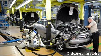 В немецком автопроме работает около 800 тысяч человек