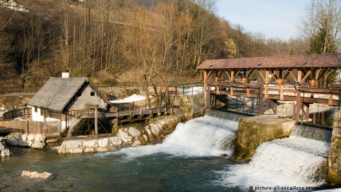 Wasserkraftwerk in den Alpen (Copyright: picture-alliance/Arco Images GmbH)