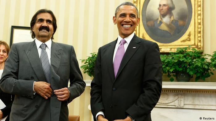 U.S. President Barack Obama (R) meets with Qatar Emir Sheikh Hamad bin Khalifa al-Thaniat in the Oval Office of the White House in Washington, April 23, 2013. REUTERS/Larry Downing (UNITED STATES - Tags: POLITICS)