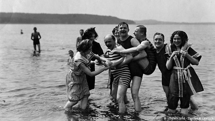 Німецька історія, купальні костюми
