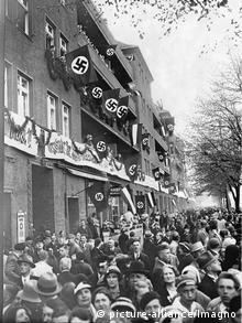 Украшенные улицы первомайского Берлина. 1933 год