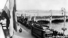Die Bevölkerung von Genf erwartet vor dem Saal der Reformation, dem 1. Tagungsort der Völkerbund - Vollversammlung, die Ankunft der Delegierten - 15.11.1920 ullstein_high_00057760.jpg ullstein bild