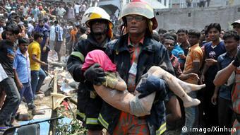 Bangladesch Tote bei Einsturz von Textilfabrik 24.04.2013 (imago/Xinhua)