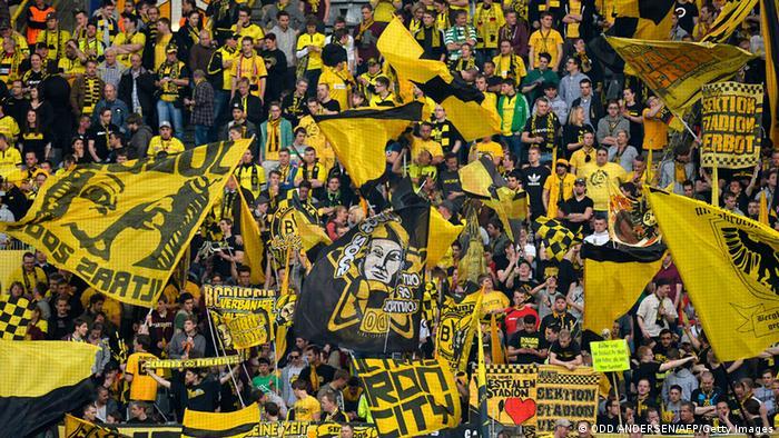 Die Fans fiebern dem Spiel im Dortmunder Stadion entgegen. (Foto: ODD ANDERSEN/AFP/Getty Images)