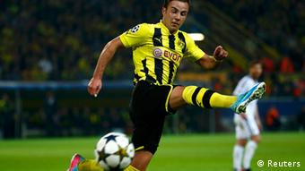 Borussia Dortmund Mario Goetze runs for the ball during the Champions League semi-final first leg soccer match against Real Madrid at BVB stadium in Dortmund April 24, 2013. (Photo: REUTERS/Kai Pfaffenbach)