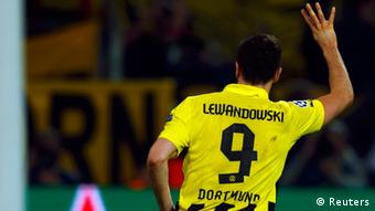 Borussia Dortmund's Robert Lewandowski gestures as he celebrates after scoring a fourth goal against Real Madrid during their Champions League semi-final first leg soccer match at BVB stadium in Dortmund April 24, 2013. (Photo: REUTERS/Kai Pfaffenbach)