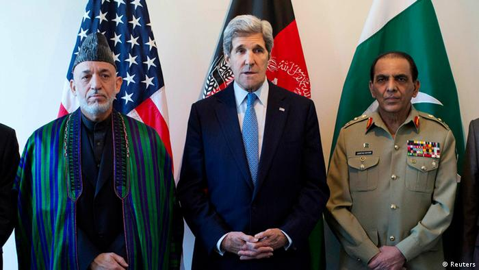 US Secretary of State John Kerry (C) makes a statement before meeting with Afghan President Hamid Karzai (L) and Pakistani Army Chief General Ashfaq Parvez Kayani in Brussels April 24, 2013 (Photo: REUTERS/Evan Vucci/Pool)