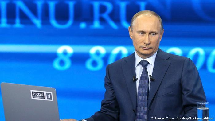 Владимир Путин вВладимир Путин во время последней прямой линии с россиянамио время последней прямой линии с россиянами