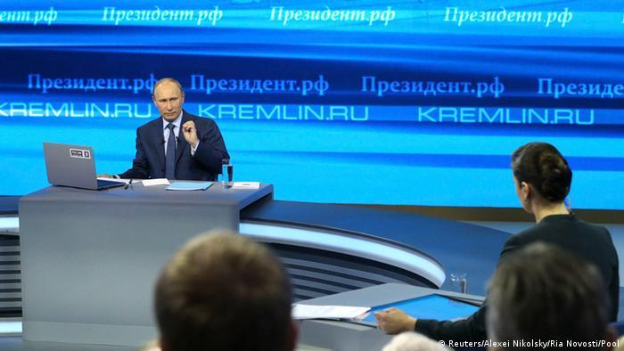 Wladimir Putin während der mehrstündigen Fragestunde im russischen Fernsehen (Foto: reuters)