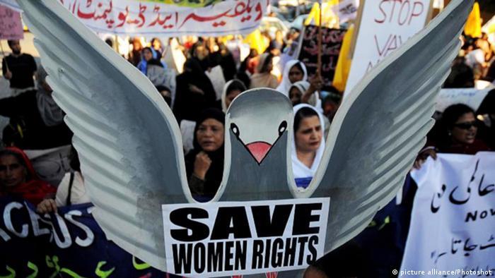 Pakistan Symbolbild Protest Frau Recht Gewalt Ehe Scheidung (picture alliance/Photoshot)