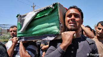 Residents carry a coffin during the funeral of an Iraqi soldier in Baghdad April 25, 2013. The soldier was killed on the second day of clashes following the storming of a Sunni Muslim protest camp by Iraqi forces, in Hawija, near Kirkuk, 170 km (100 miles) north of Baghdad. REUTERS/Wissm al-Okili (IRAQ - Tags: CIVIL UNREST POLITICS MILITARY)