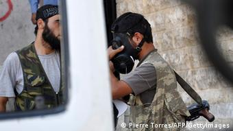 Syrien Kämper mit Gasmaske in Aleppo Chemiewaffen