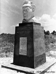Bueste Thaelmanns auf einer nach ihm benannten, zu Kuba gehoerenden Insel in der Karibik Foto: ullstein bild - ADN-Bildarchiv