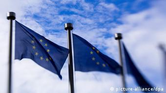 Symbolbild Europa Fahne unscharf
