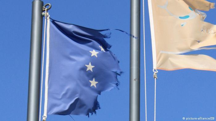 European and Greece flag (photo: Frank Schumann)