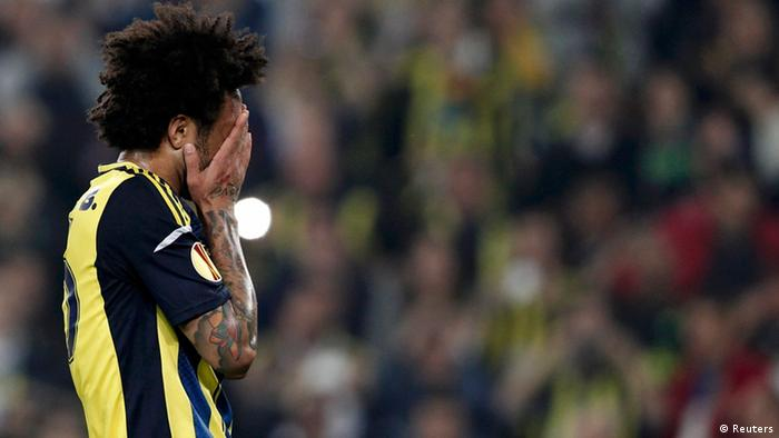 Fenerbahce's Cristian reacts after failing to score a penalty shot during his Europa League semi-final first leg soccer match against Benfica (Photo: REUTERS/Osman Orsal)