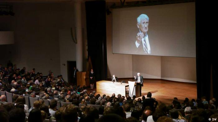 Jürgen Habermas speaks at the Catholic University of Leuven Photo: Bernd Riegert, DW
