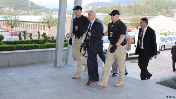 Policajci provode Živka Budimira