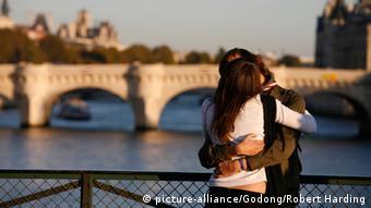 دانشمندان به این نتیجه رسیدهاند که احساس عشق دیوانهوار به طور میانگین تنها ۷ ماه طول میکشد