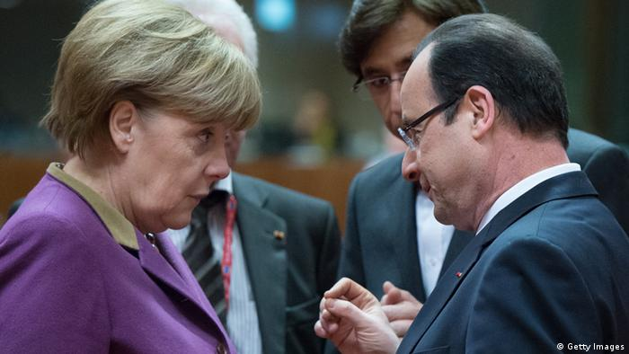 Parteiantrag der französischen Sozialisten gegen Merkels Sparpolitik in Europa German Chancellor Angela Merkel (L) chats with French President Francois Hollande (r) during a roundtable meeting at the EU Headquarters on March 15, 2013 in Brussels, on the second day of a two-day European Union leaders summit. EU leaders hold a second and final day of summit talks from with attention turning to relations with Russia. AFP PHOTO / BERTRAND LANGLOIS (Photo credit should read BERTRAND LANGLOIS/AFP/Getty Images)