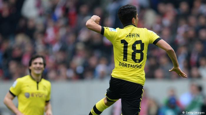 El mediocampista Nuri Sahin, del Dortmundo, durante el partido contra el Fortuna Düsseldorf. (27.4.2013).