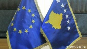 Kosovo and EU flags (DW/A. Beqiraj)