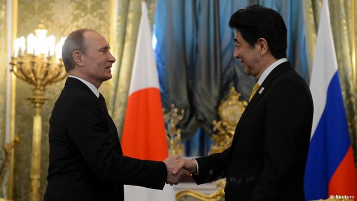 Russia's President Vladimir Putin (L) shakes hands with Japan's Prime Minister Shinzo Abe during a meeting at the Kremlin in Moscow April 29, 2013. Abe hopes talks with Putin on Monday will revive efforts to end a territorial dispute that has prevented the nations signing a treaty to end World War Two. REUTERS/Kirill Kudryavtsev/Pool (RUSSIA - Tags: POLITICS)